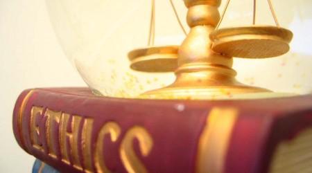 الأخلاق بين الدين والإلحاد